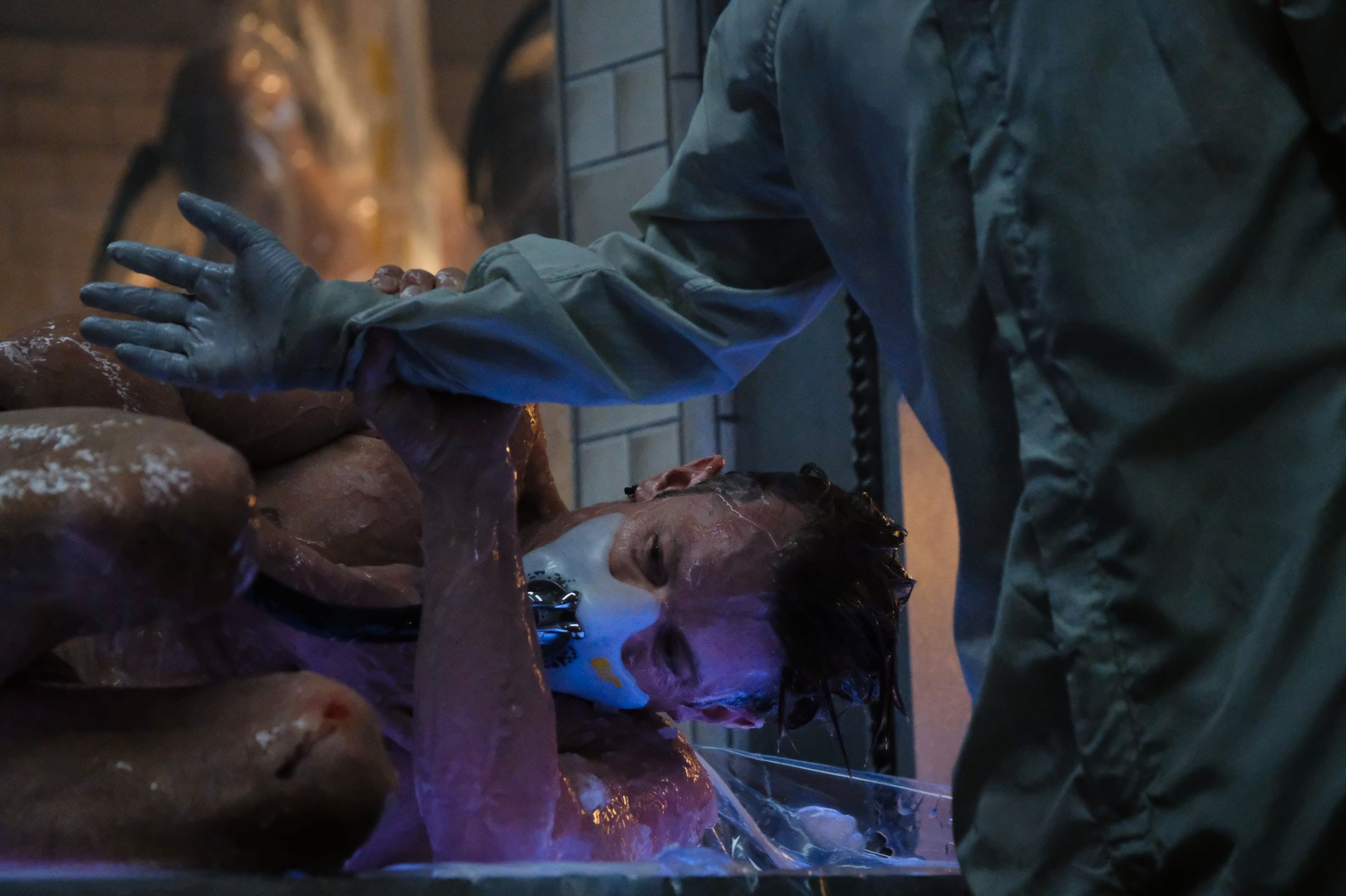 NY KROPP: Joel Kinnaman i «Altered Carbon». Foto: Katie Yu/Netflix