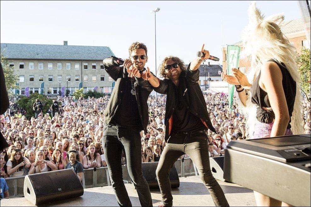 BODØ: I fjor ble Bodø besøkt av VG-lista Topp 20. Her er Sirkus Eliassen, som består av brødrene Erik og Magnus, fotografert på scenen. FOTO: ANDERS VANDERLOOCK/VG