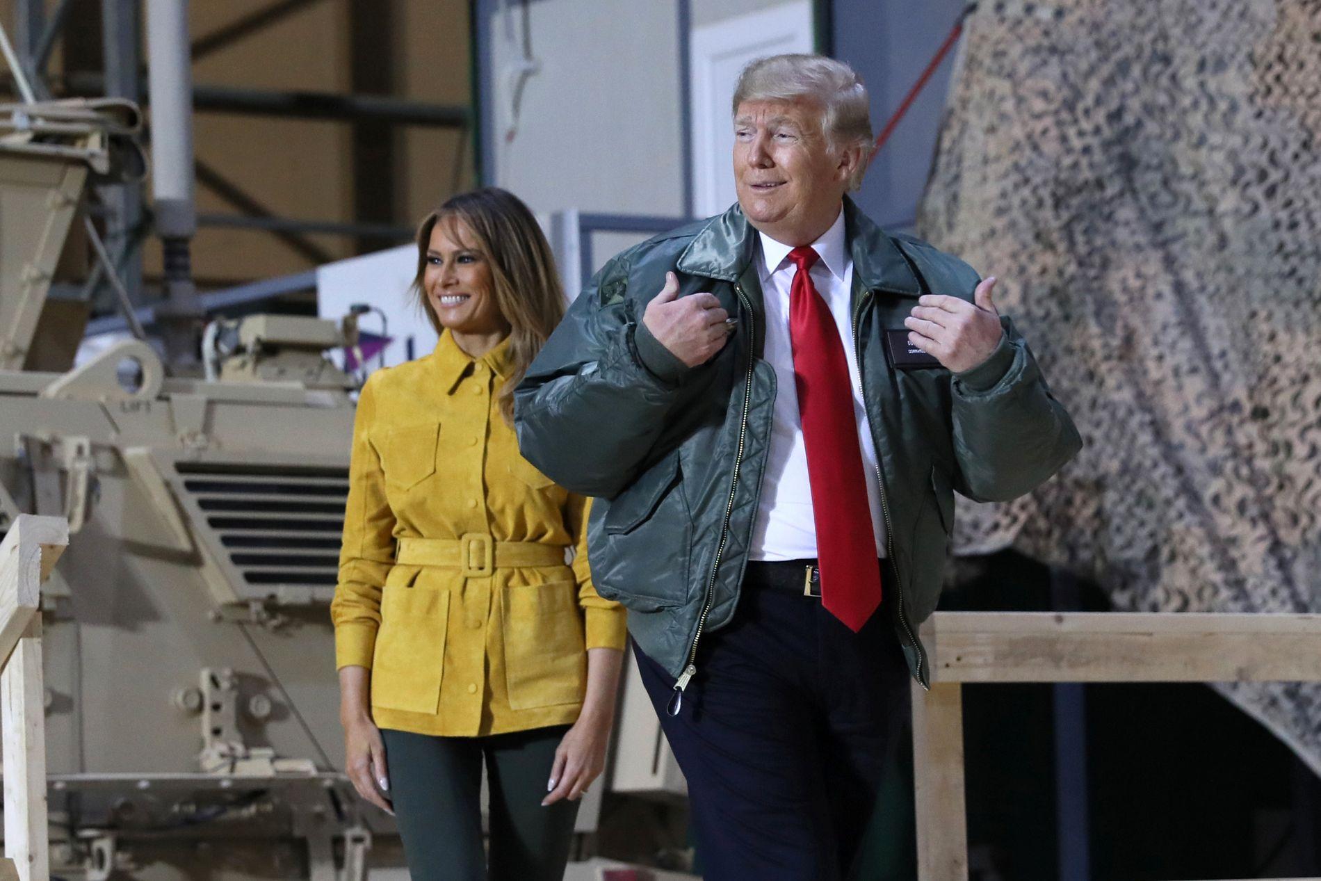 FØRSTE VISITT: Donald og Melania Trump besøkte amerikanske tropper i Irak onsdag. Det er presidentens første besøk til tropper stasjonert i utlandet.