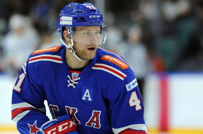 SPRUDLER: Patrick Thoresen storspiller i det russiske sluttspillet om dagen. Hans SKA St. Petersburg leder nå 3-1 i kamper over erkerivalen Dinamo Moskva. Men veien til finalen er ennå lang.