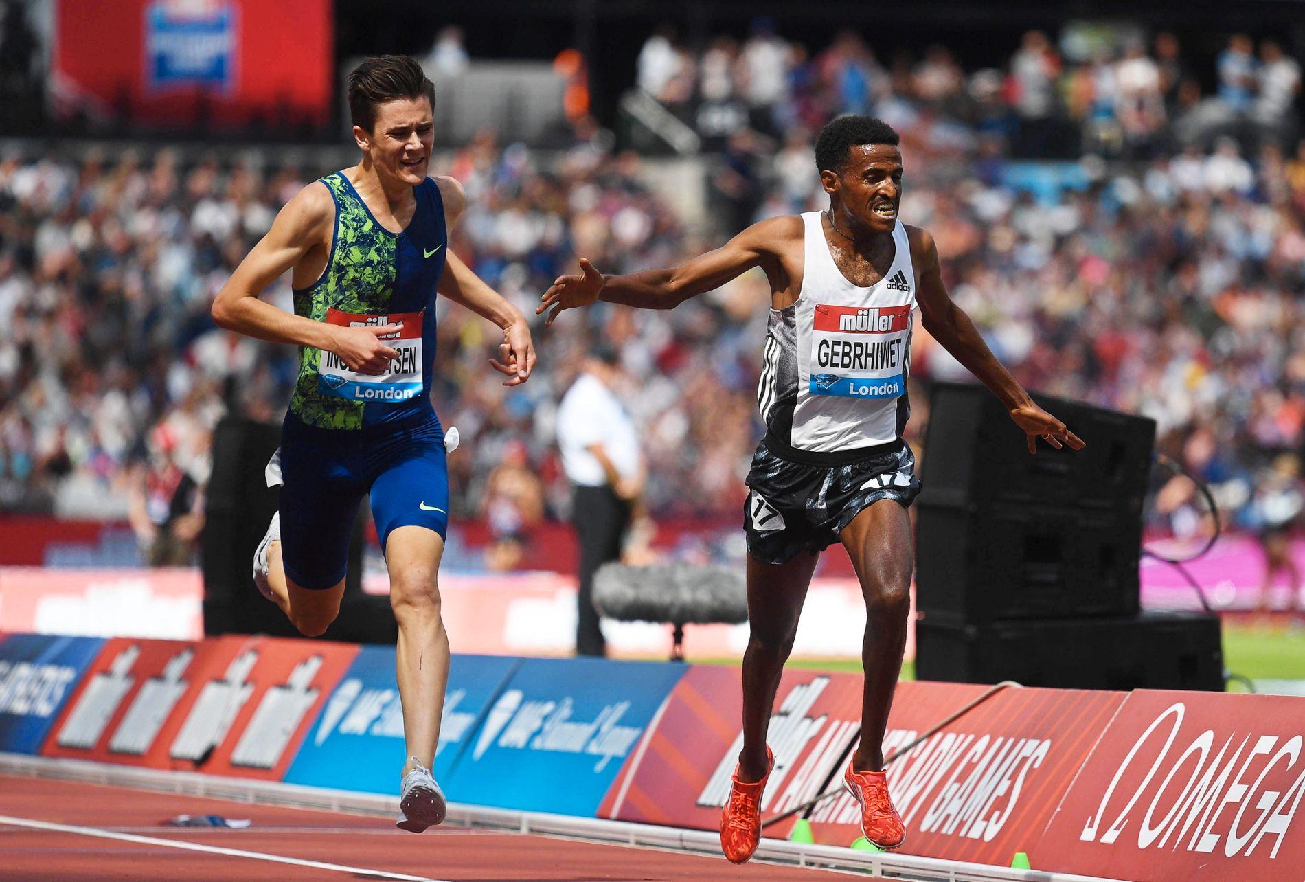I VERDENSTOPPEN: Jakob Ingebrigtsen i spurtduell mot Hagos Gebrhiwet under 5000-meteren i London for halvannen uke siden.
