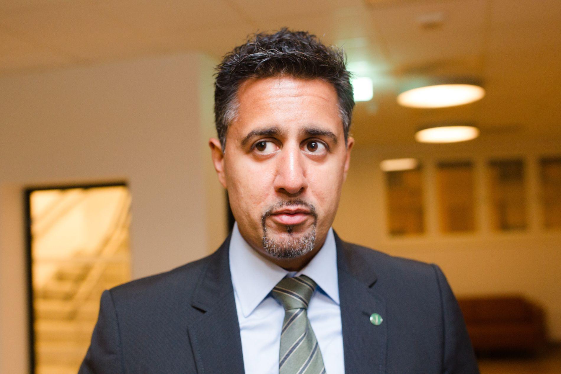 BER OM VURDERING: Abid Raja mener at Mæland må be styret i DNB om å vurdere konsernsjefens stilling.