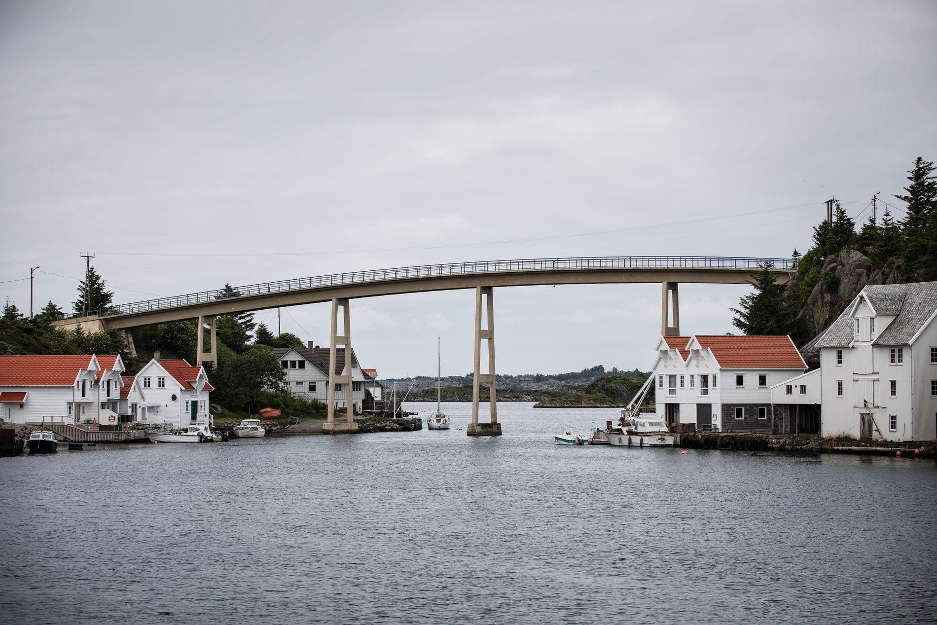 «NYTTÅRSINSPEKSJON»:Broen Salvøy på Karmøy i Rogaland ble også sist sjekket på nyttårsaften i fjor, ifølge Vegvesenets register. Også dette er feil. Foto: Jørgen Braastad