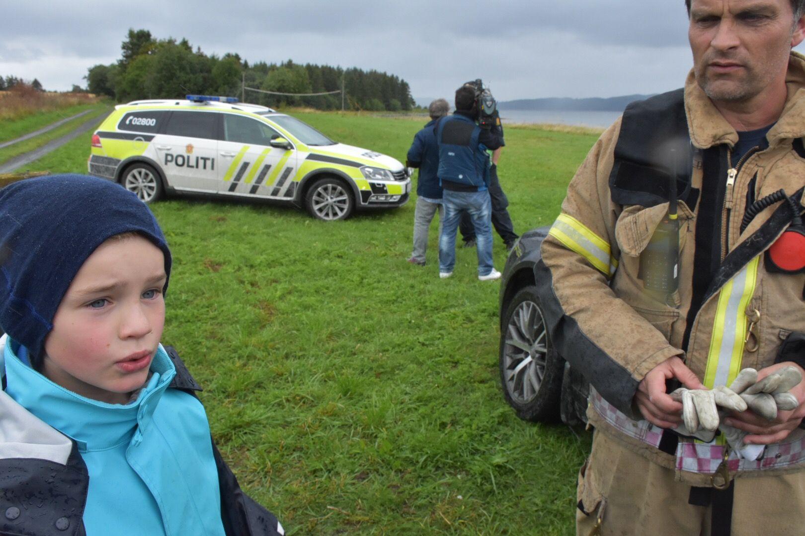 DAGENS HELT: Andreas Engen (t.v.) og klassekameratene sørget for en lykkelig utgang på båtveltet i Levanger torsdag.