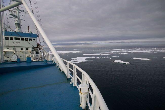 SKAL SAMLE INN DATA: Forskningsskipet Lance skal fryses fast og blant annet samle inn data om hvor tykk havisen er, hvordan smelter og hvordan den rører på seg.