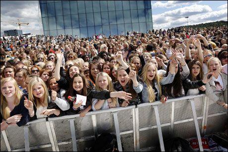 HORDER: Bieber-fans på operataket i Oslo. Foto: MATTIS SANDBLAD