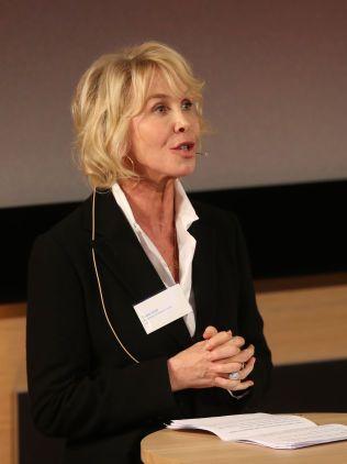 TAKKET: Trudie Styler under konferansen.