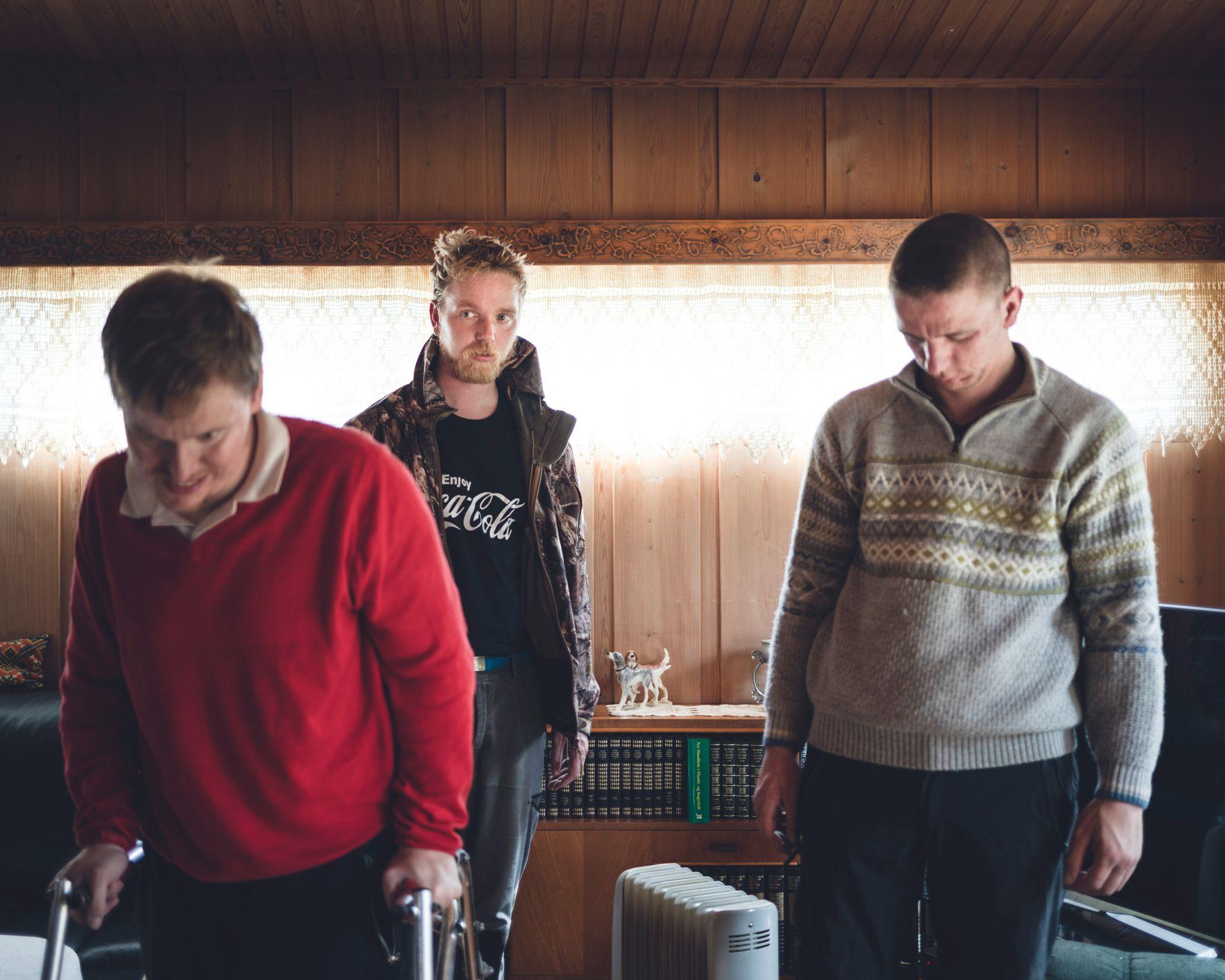 KJEMPET MOT VERGEMÅL: Brødrene (f.v.)  Arvid (32), Lars Peder (35) og Magnus Holøyen (25) ble alle satt under vergemål av Fylkesmannen i Hedmark. Nå er vergemålet opphevet for  Arvid og Lars Peder.
