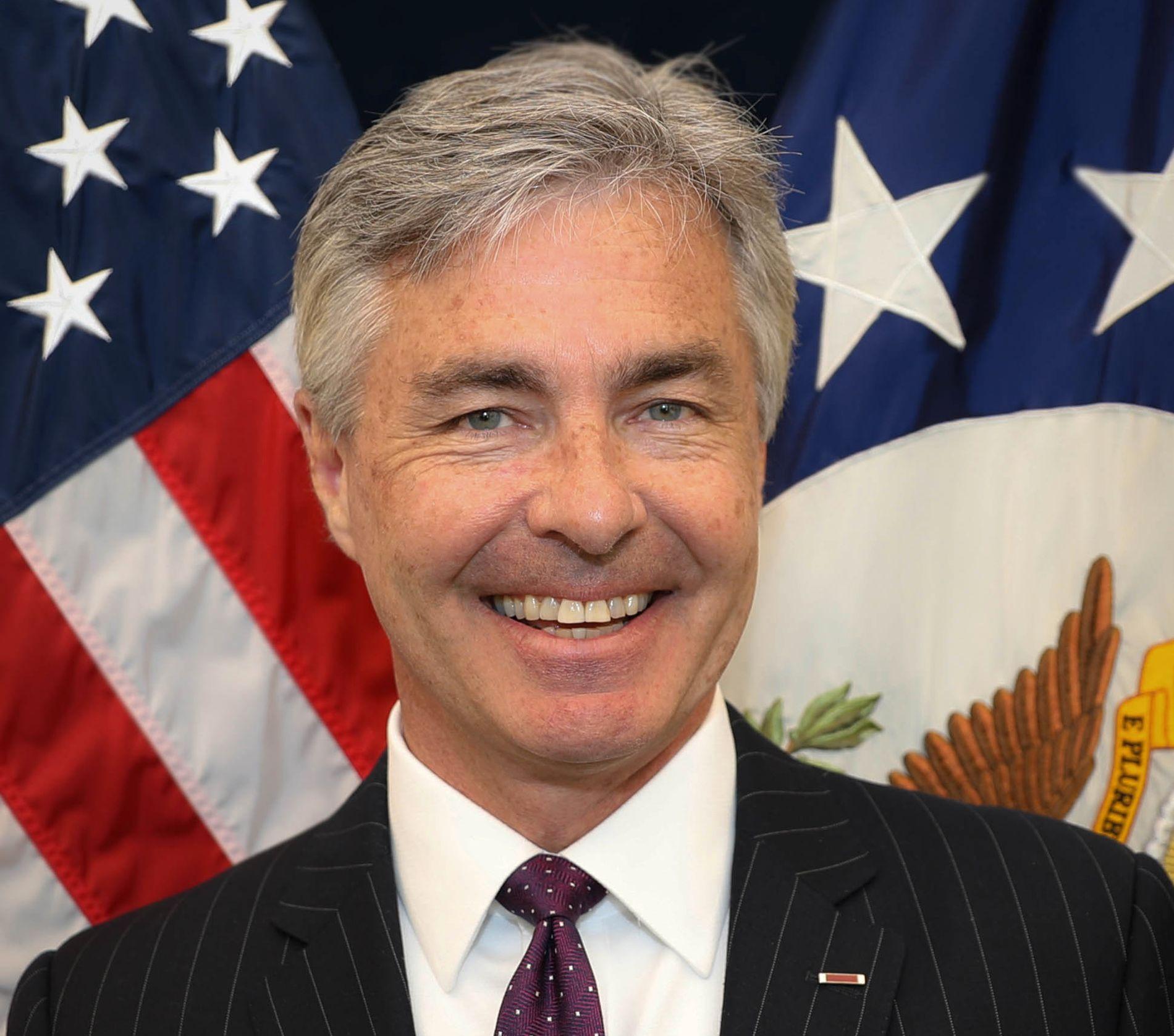SKRIVER I VG: Kontreadmiral Kenneth J. Braithwaite, U.S. Navy (pensjonert), er den 31. amerikanske ambassadør til Norge. Han er en tidligere marinepilot og karriereoffiser i Marinen, og var mest nylig direktør i den private helsesektoren.