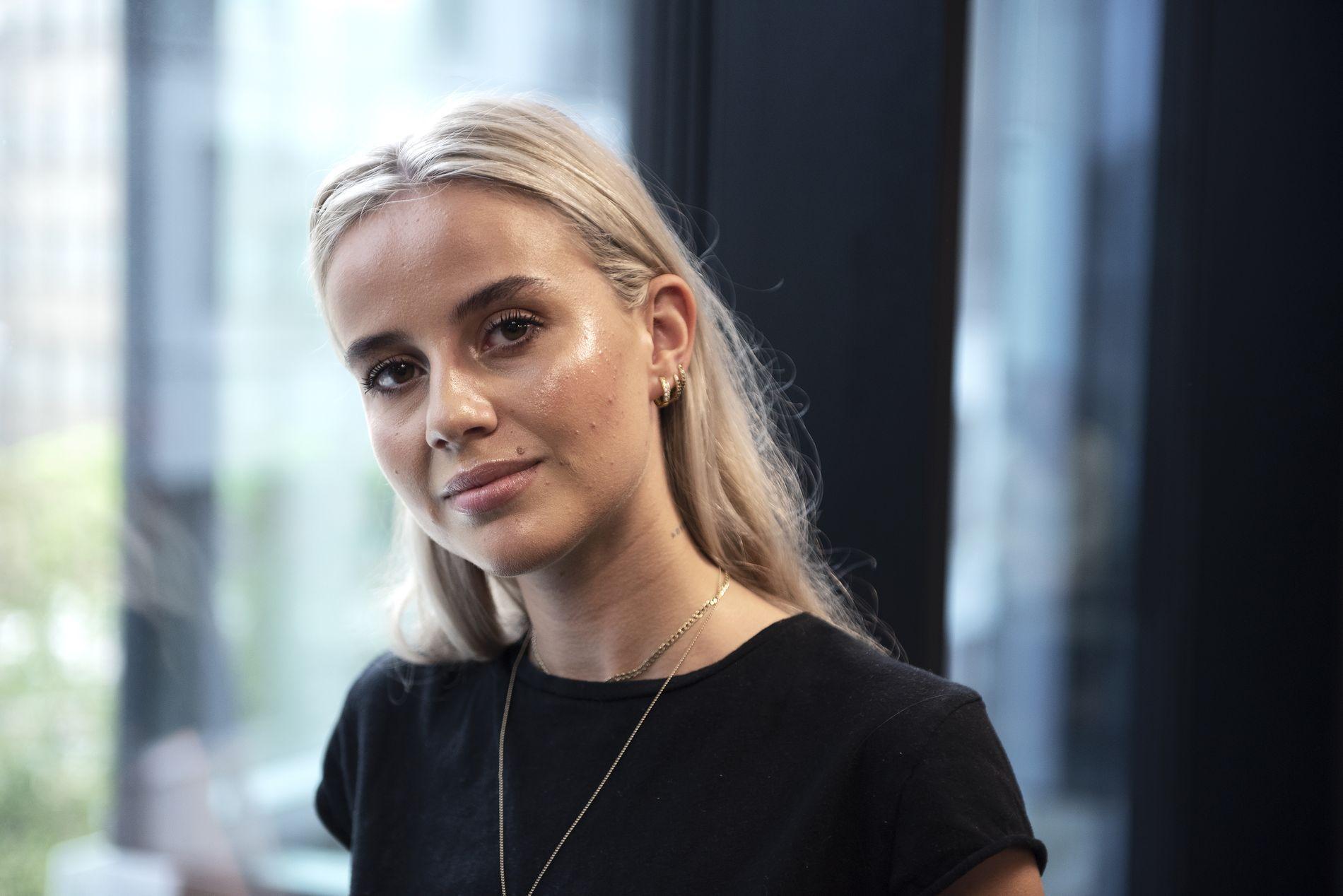 KONTROVERSIELL: Anniken Jørgensen (22) bok ble sluppet i slutten av september, men har allerede rukket å skape kontrovers.
