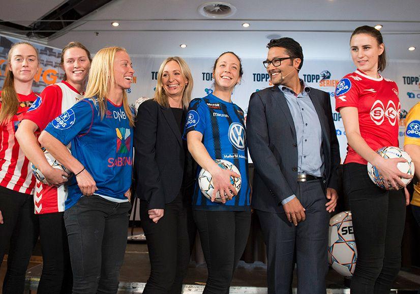 TIDENES AVTALE: Konsernsjef Daniel Siraj (nummer to fra høyre) representerer boligbyggelaget Obos, som går inn med flere millioner til kvinnefotballen de neste fem årene. Hege Jørgensen (i sort) representerer Serieforeningen for Kvinnefotball.