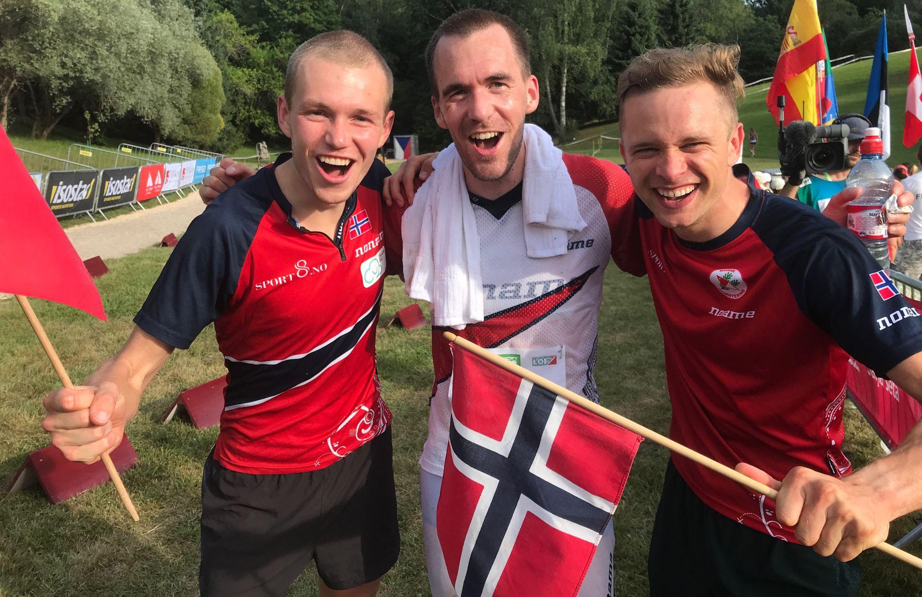 GULLTRIO: Gaute Hallan Steiwer (th) løp først etappe, Eskil Kinneberg (tv) løp andre etappe og Magne Dæhli hadde ankeretappen i VM torsdag.