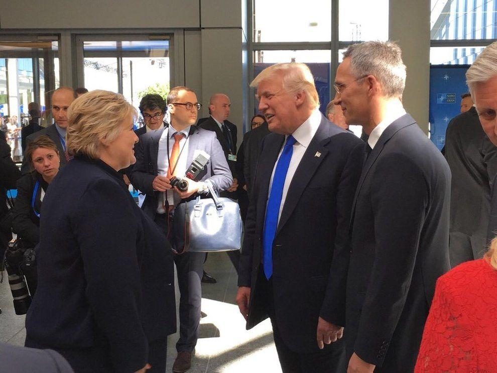 DET FØRSTE MØTET: 25.mai møttes Erna Solberg og Donald Trump for første gang  under NATO-toppmøtet i Brussel. Generalsekretær Jens Stoltenberg introduserte dem.