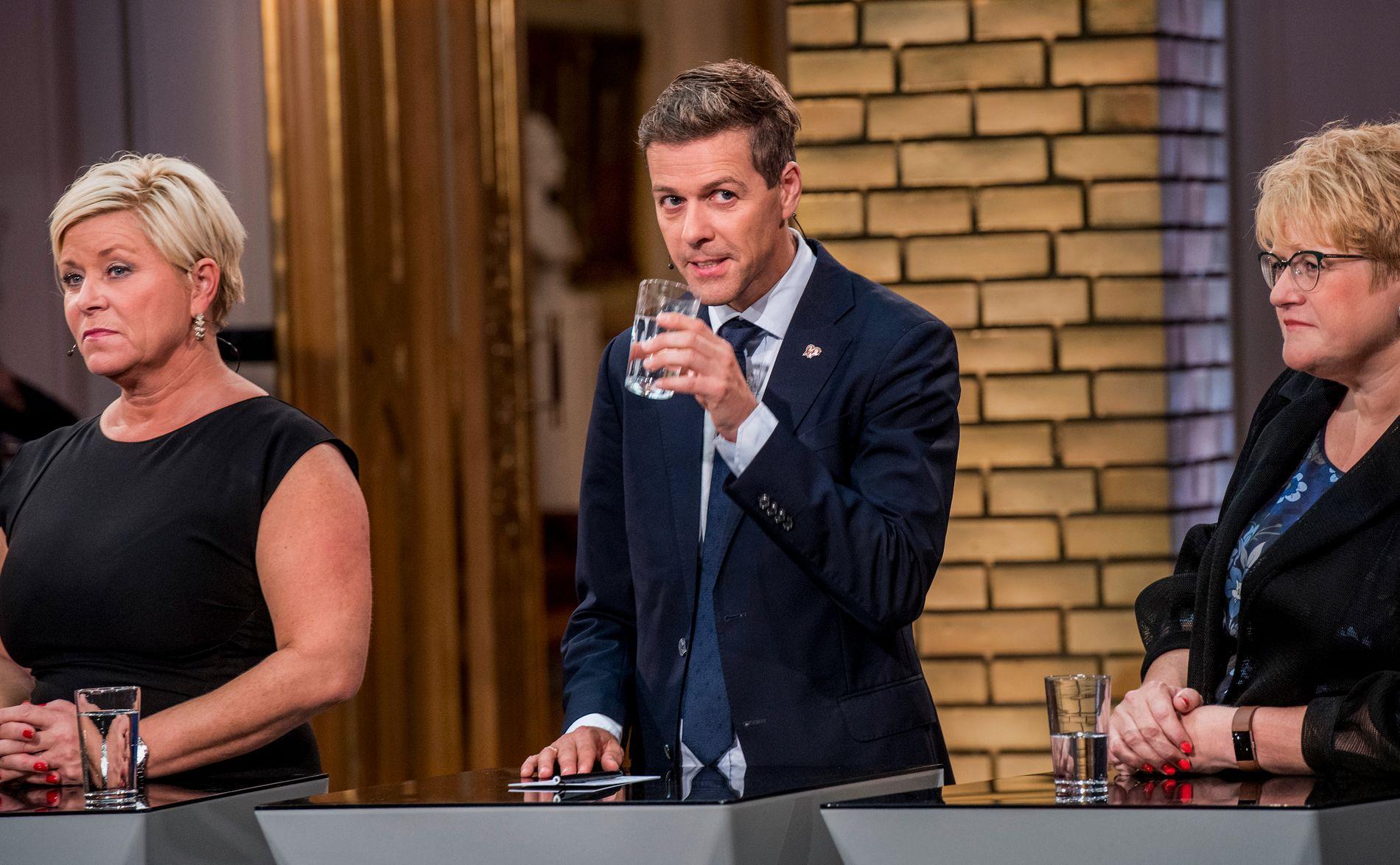 INVITERER: Frp-leder Siv Jensen fotografert under partilederdebatten i Stortinget på valgnatten. Hun ønsker både Knut Arild Hareide og Trine Skei Grande velkommen i regjering.