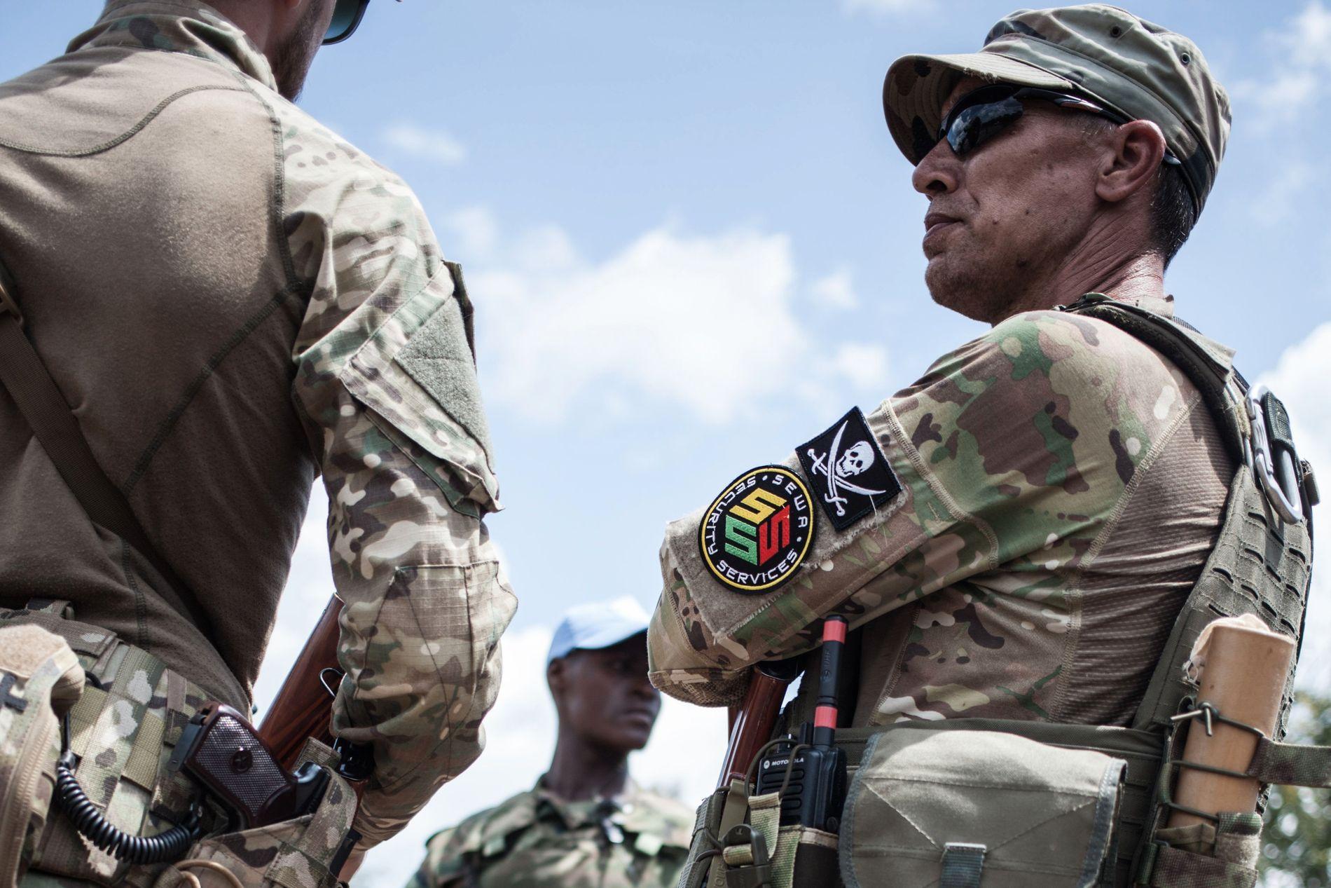 PRIVAT: En soldat fra det russiske militærselskapet Sewa fotografert i Den sentralafrikanske republikk.