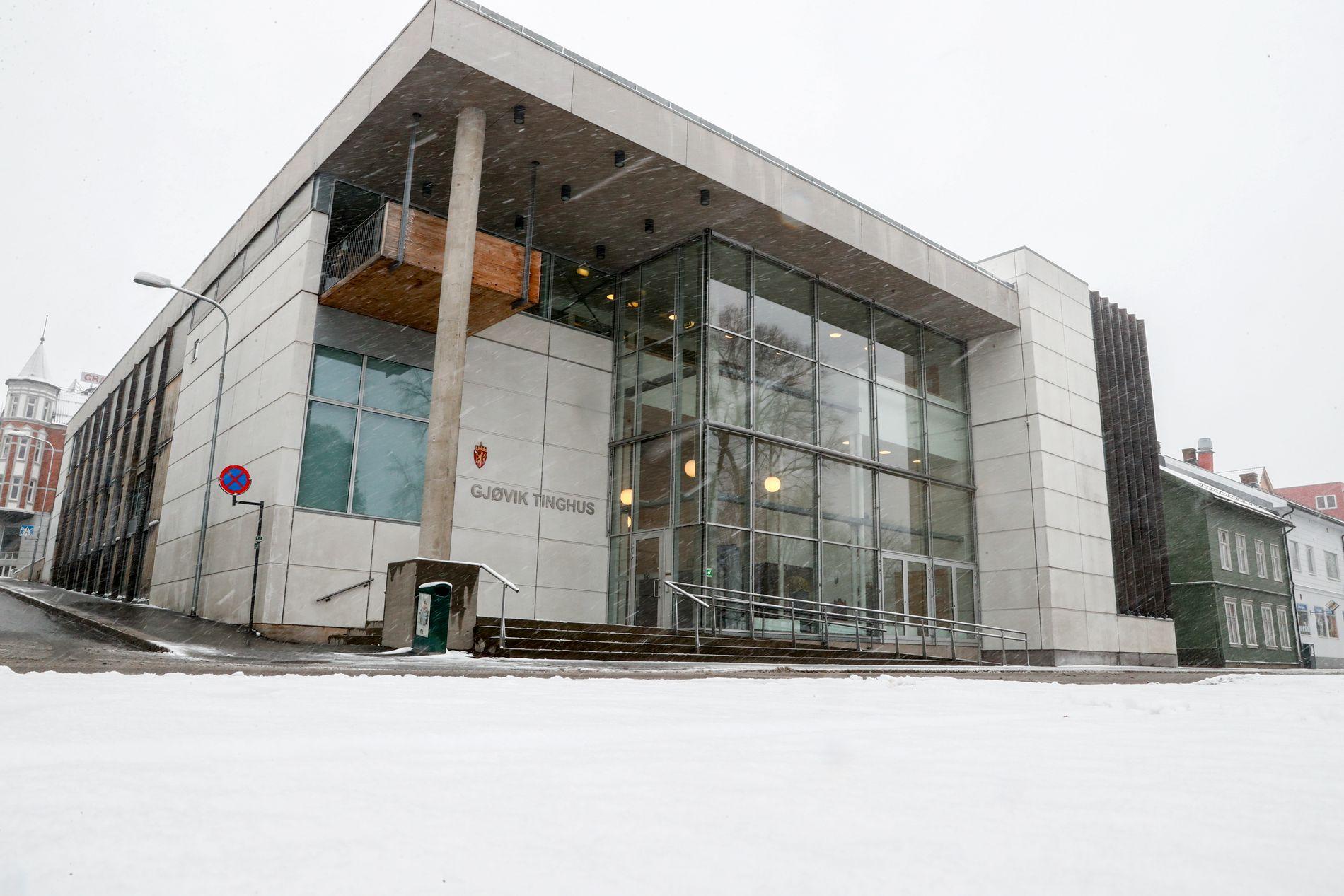 En 39-åring er i Gjøvik tingrett dømt til ni års forvaring for gjentatte overgrep mot barn.