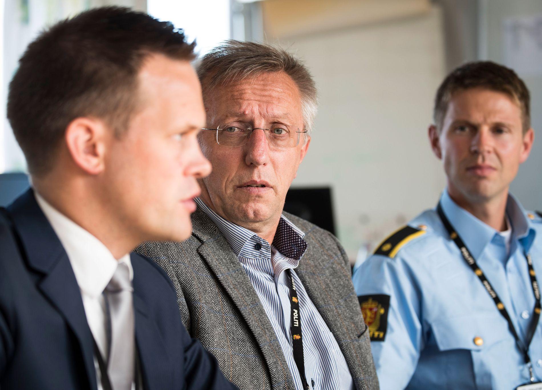 PRIORITERT SAK: En egen gruppe, hvor flere av seksjonene i Oslo politidistrikt er med, etterforsker saken mot Amir Mirmotahari. Fra venstre: Politiadvokat Sturla Henriksbø, politiadvokat Ragnvald Brekke og politiførstebetjent Marius Fein.