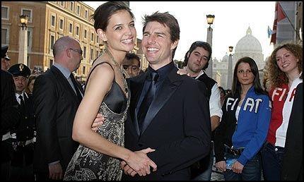 FORELSKET: Tom Cruise erklærte sin kjærlighet til Katie Holmes hos Oprah Winfrey i forrige uke ved å hoppe opp og ned. Foto: AFP