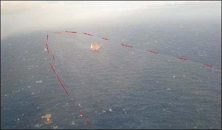 UTSLIPP: Miljøvernsorganisasjoner mener oljeflaket på 3.840 kubikkmeter kan ende i en gigantisk miljøkatastrofe. Dette bildet er tatt i Nordsjøen etter at utslippet ble kjent onsdag. Foto: Kystverket