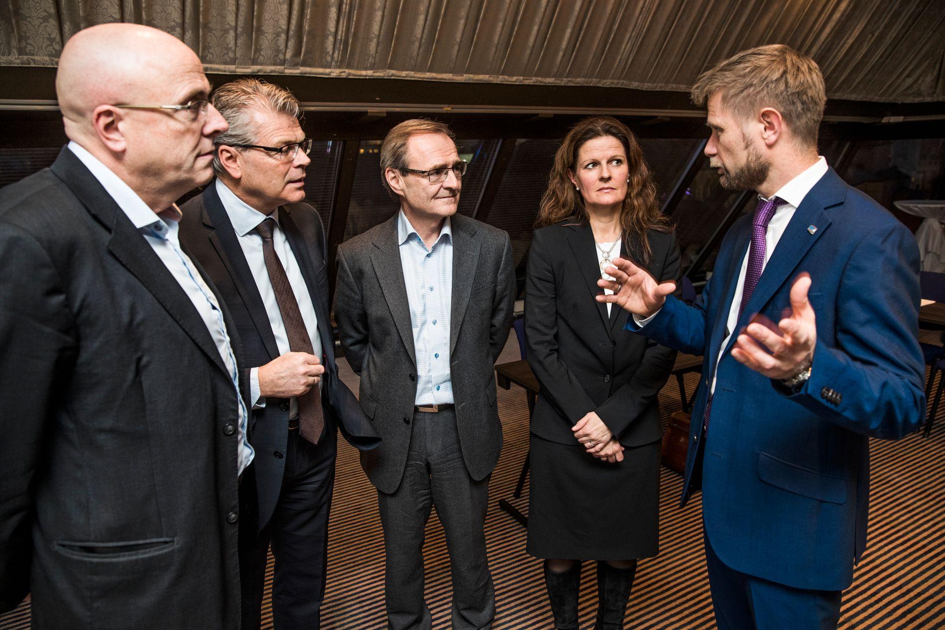 MØTE: Helseminister Bent Høie (t.h) var i dag i møte med ledere og styreledere i helseregionene. Her med lederen for helseregionene: Fra venstre Stig Slørdahl (Helse Midt), Herlof Nilssen (Helse-Vest), Lars Vorland (Helse-Nord) og Cathrine Lofthus (Helse-Sørøst:)
