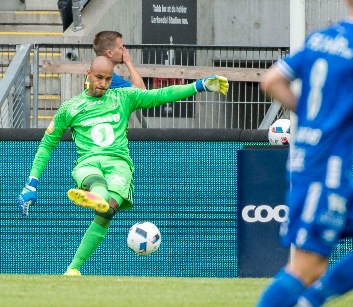 I GANG: Adam Larsen Kwarasey fikk sin debut for Rosenborg lørdag.