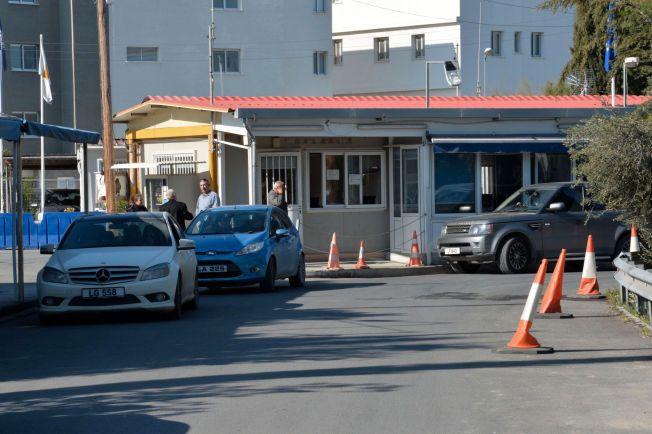 HER BLE DE TATT: Det var da Espen Lee og to andre nordmenn prøvde å krysse grensestasjonen Agios Dometios på vei fra den tyrkiske til den kypriotiske delen av Kypros at de ble stoppet av politiet natt til mandag.