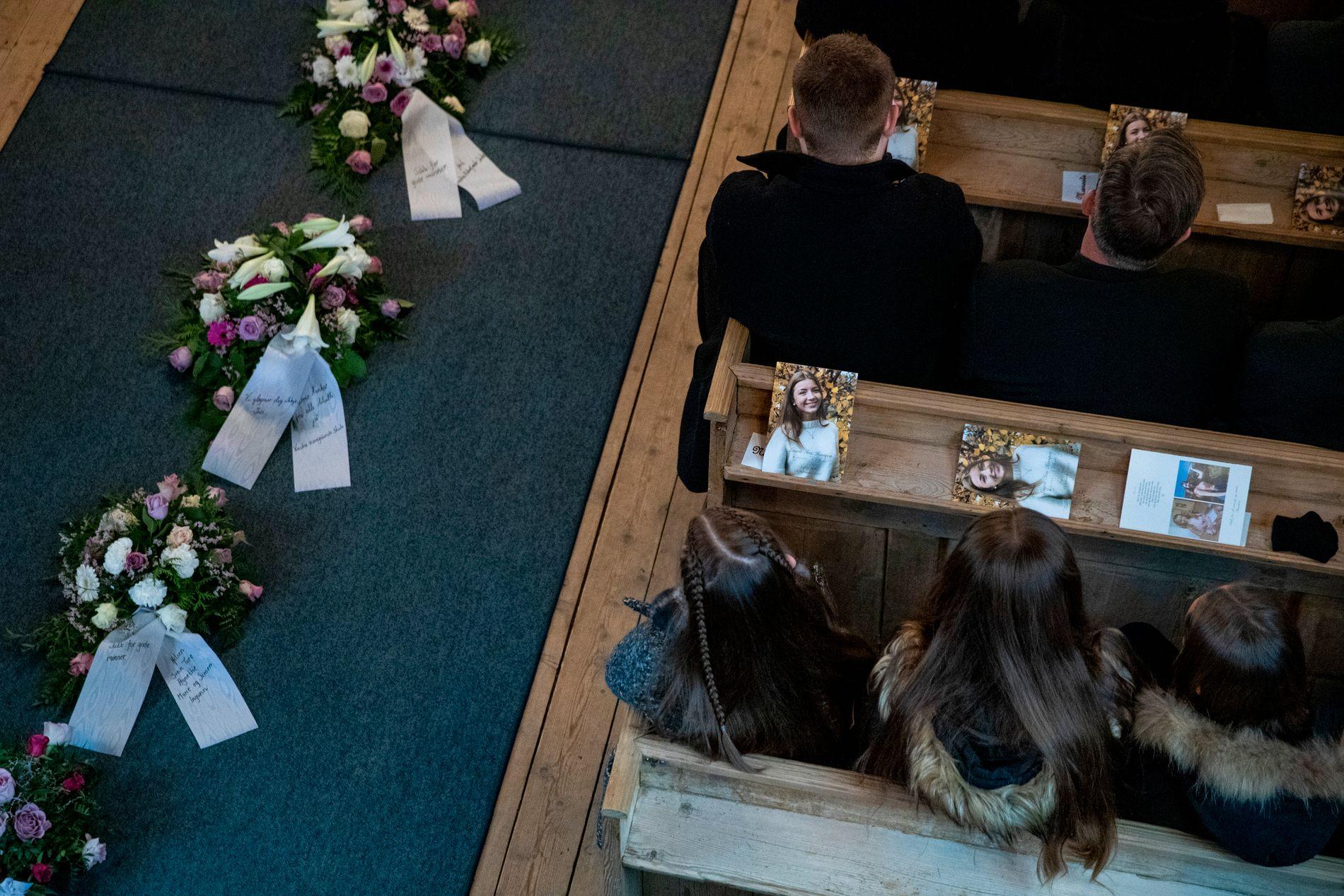 BEGRAVELSE: Vinstra tar farvel med 16 år gamle Laura Iris Haugen i dag.