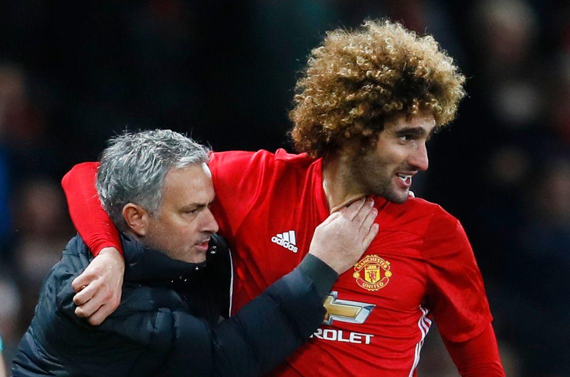 GRUNN TIL Å FEIRE: Manchester United har færre skader å bale med enn i tidligere år. Her jubler manager José Mourinho og Marouane Fellaini etter sistnevntes scoring mot Hull for to uker siden.