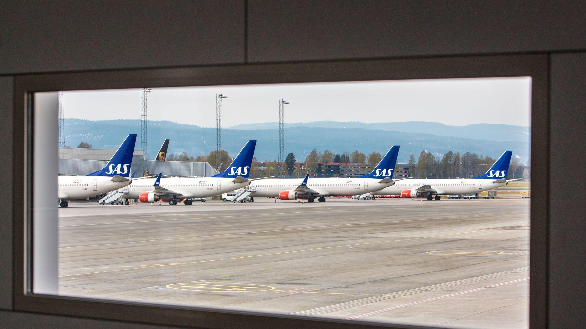 STORSTREIK: Norske SAS-piloter gikk ut i streik etter at meglingen med NHO Luftfart brøt sammen natt til fredag. På Oslo Lufthavn Gardermoen sto det flere parkerte SAS-fly. Foto: Ole Berg-Rusten / NTB scanpix