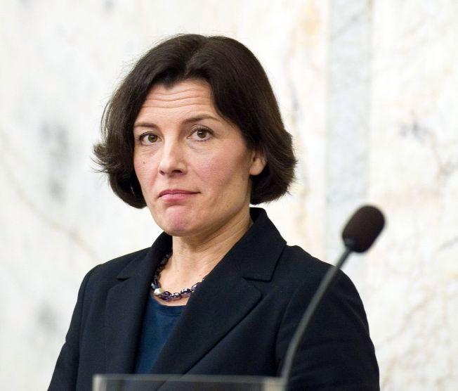VIL MED: Sveriges tidligere forsvarsminister, Karin Enstrøm, her avbildet i 2012, gleder seg over at stadig flere av broderfolket vil stå sammen med Norge i NATO-alliansen.