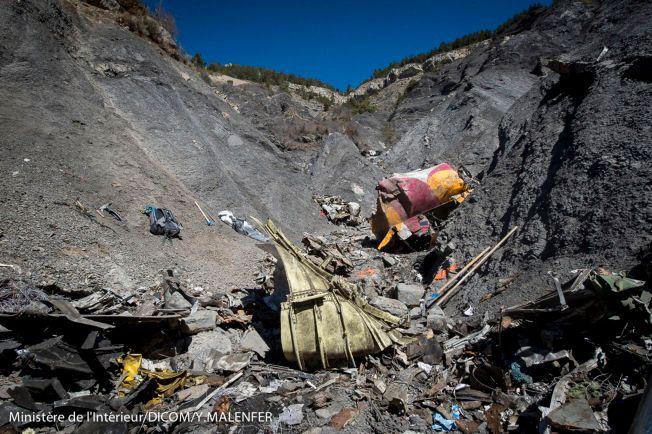 KRASJSTEDET: Slik så det ut på stedet der Germanwings-flyet krasjet en uke etter styrten. Det tok nesten to måneder før alle ofrene var identifisert.