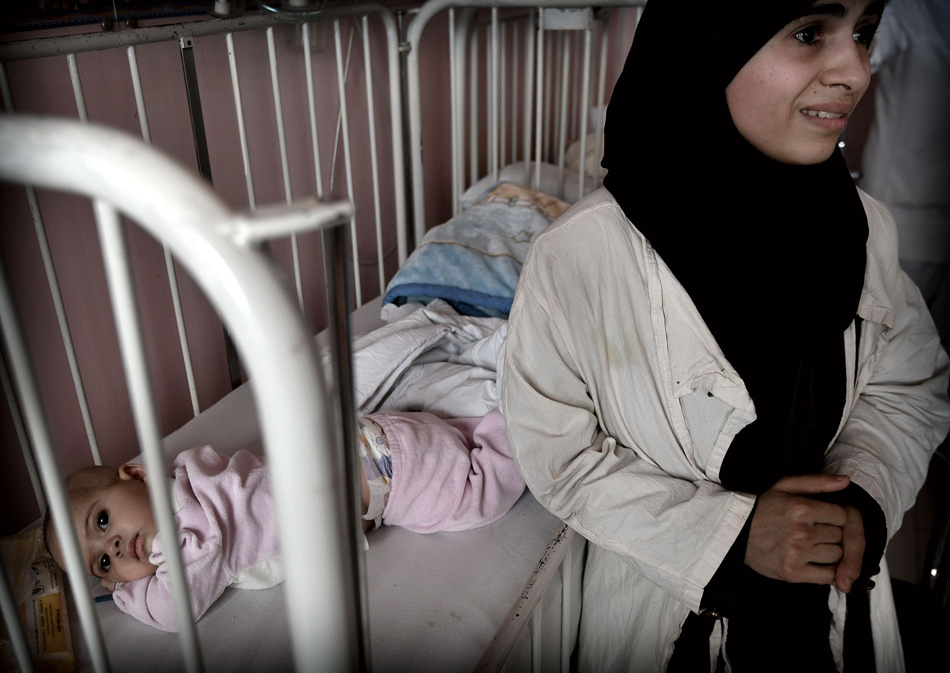 SENDES TILBAKE: Heba Khazzawe (25) og datteren blir trolig returnert til krig og nød i Øst-Ghouta. Slik er avtalen mellom partene, får VG vite.
