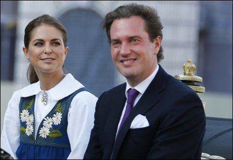 35f89e7b I KONGELIG KORTESJE FOR FØRSTE GANG: Det vordende brudeparet prinsesse  Madeleine og Chris O'Neill. Foto: Lise Åserud, NTB Scanpix