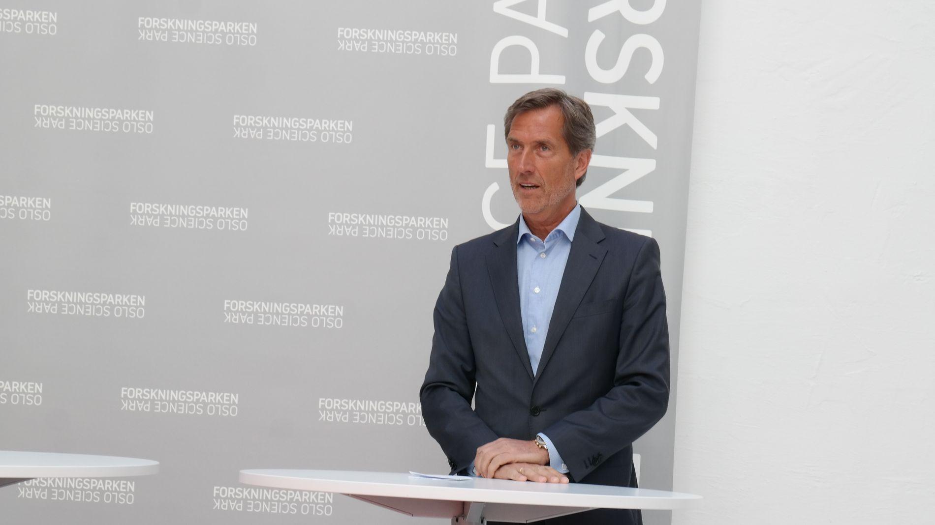 NYTT PROSJEKT: Tidligere konsernsjef i Kongsberg Gruppen, Walter Qvam har satt seg som mål å få norske bedrifter til å spille på lag for å bli med på den raske digitale utviklingen, og kjempe mot utenlandsk konkurranse.
