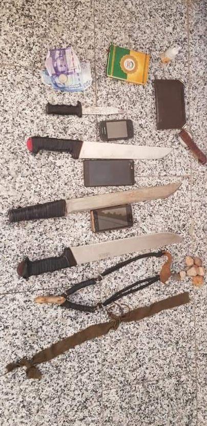 BESLAG: Dette skal være knivene politiet beslagla etter pågripelsen av de tre mennene i dag, får VG opplyst.