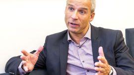 KrFs nestleder og leder av finanskomiteen på Stortinget har Hans Olav Syversen en nøkkelrolle i arbeidet med å lose statsbudsjettet for 2014 i havn etter regjeringsskiftet.