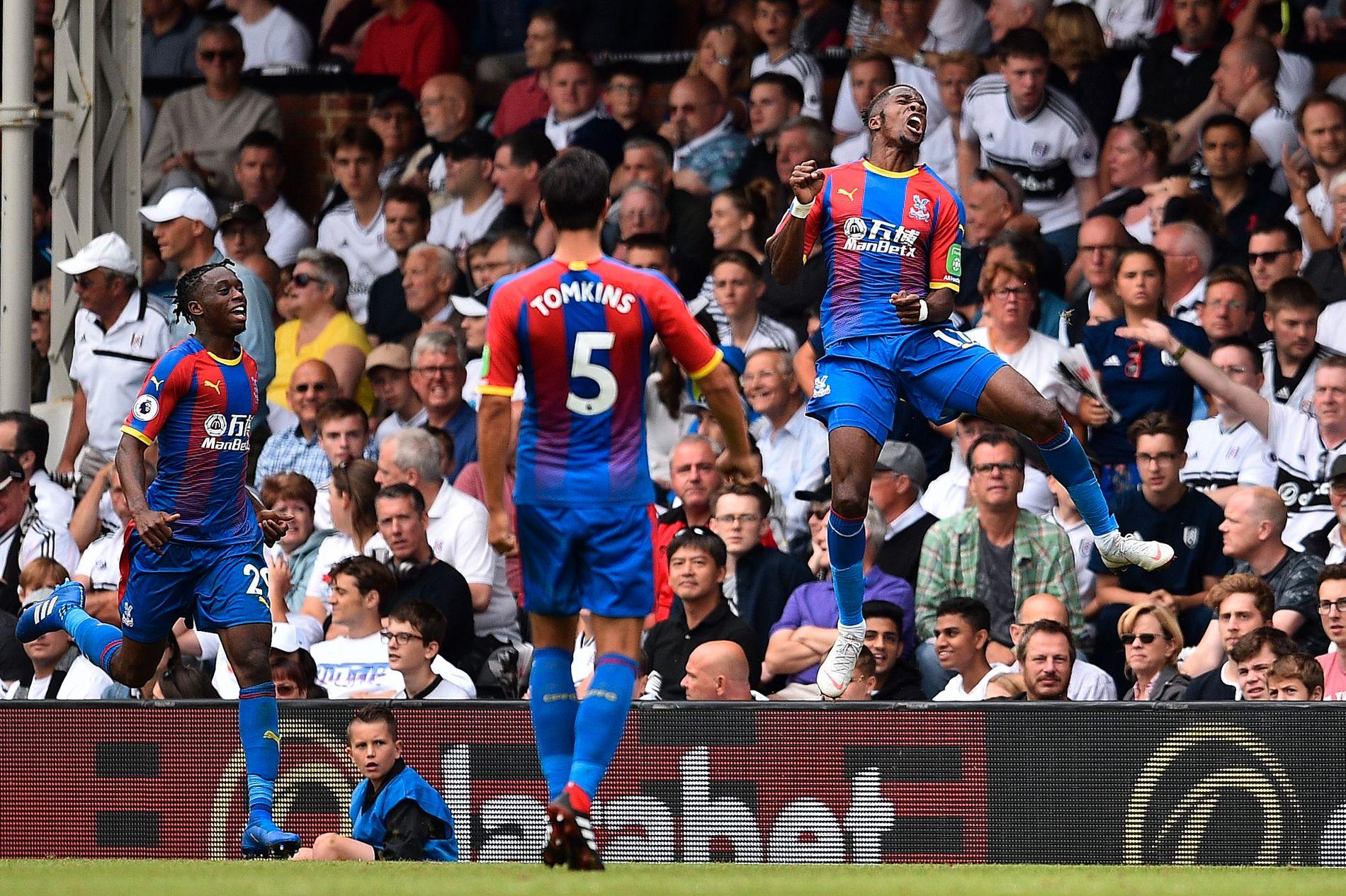 ØRNENE SVEVER: Wilfried Zaha hoppet høyt og jublet enda høyere etter å ha scoret Palace' andre for kampen.