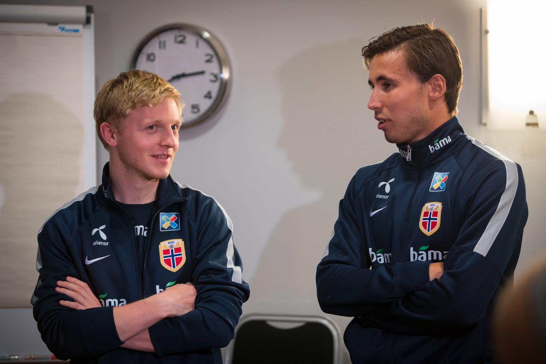 MOT NYE TIDER? Mats Møller Dæhli i prat med jevnaldrende Anders Trondsen under A-landslagets pressetreff i Sandvika onsdag.