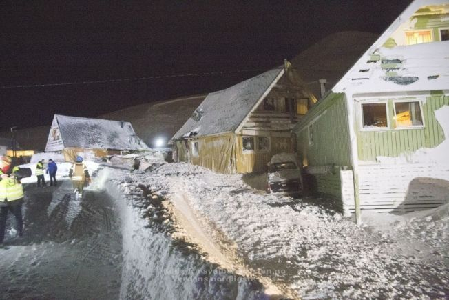 RAMMET: Her er noen av husene berørt av skredet.