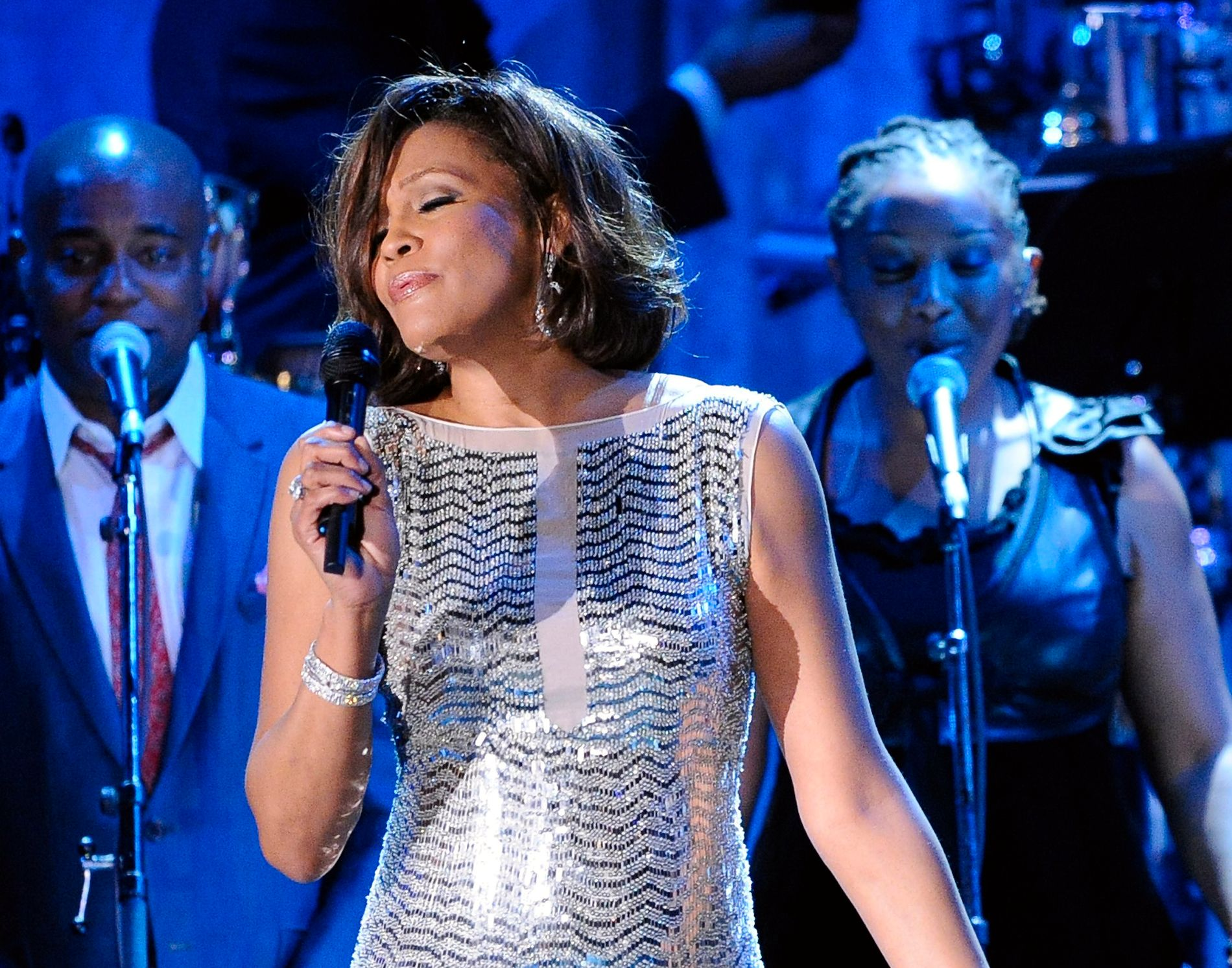 OPPSIKTSVEKKENDE OPPLYSNINGER: Whitney Houston, her fra en konsert i 2011, skal ha blitt misbrukt som barn, ifølge en ny dokumentar som ble vist i Cannes torsdag. Foto: AP / NTB scanpix