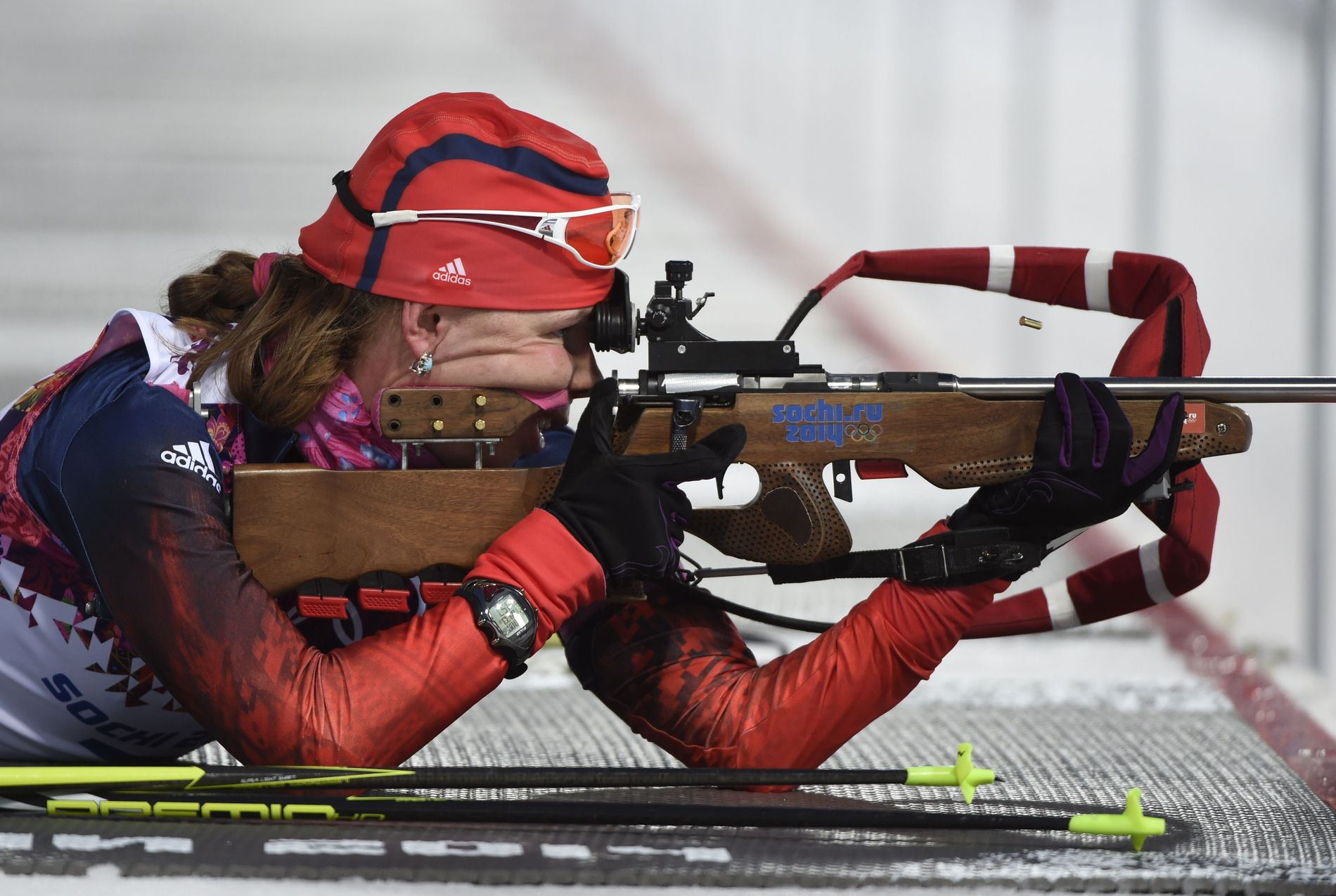 BYTTER NASJON: Jekaterina Sjumilova, her i aksjon i OL i 2014, er blant dem som nå bytter fra Russland til Moldova i skiskyting.