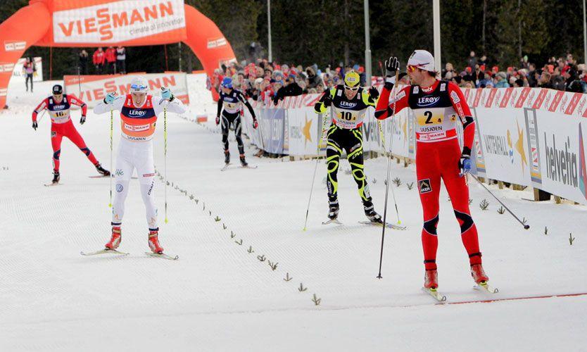 55faf09a SJUSJØEN/OSLO (VG Nett) Petter Northug (25) pekte nese til konkurrentene i  stafettspurten - for så å gjøre narr av…
