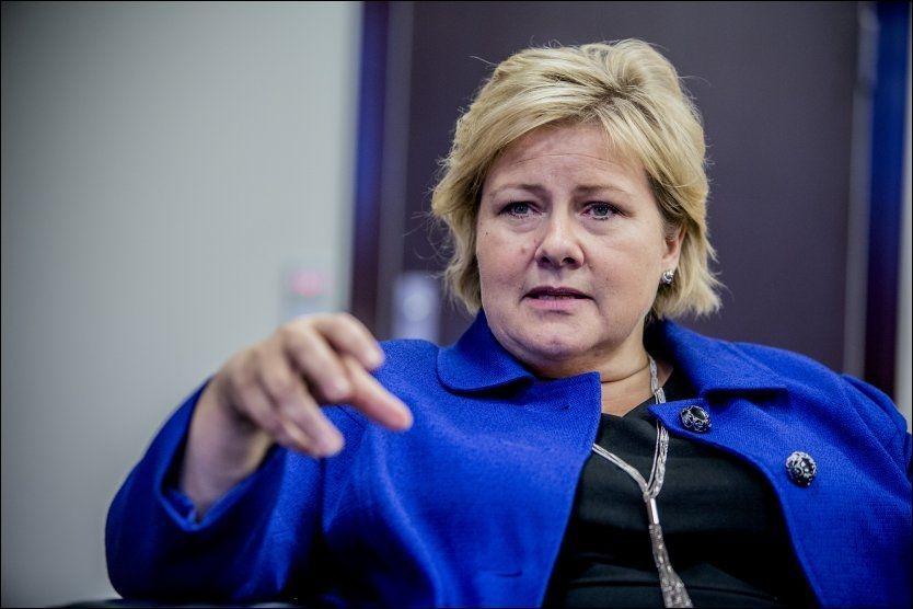 FØRSTE DAG: Statsminister Erna Solberg hadde torsdag sin første arbeidsdag ved statsministerens kontor. Der måtte hun forsvare statsråd Hornes uttalelser. Foto: NTB SCANPIX