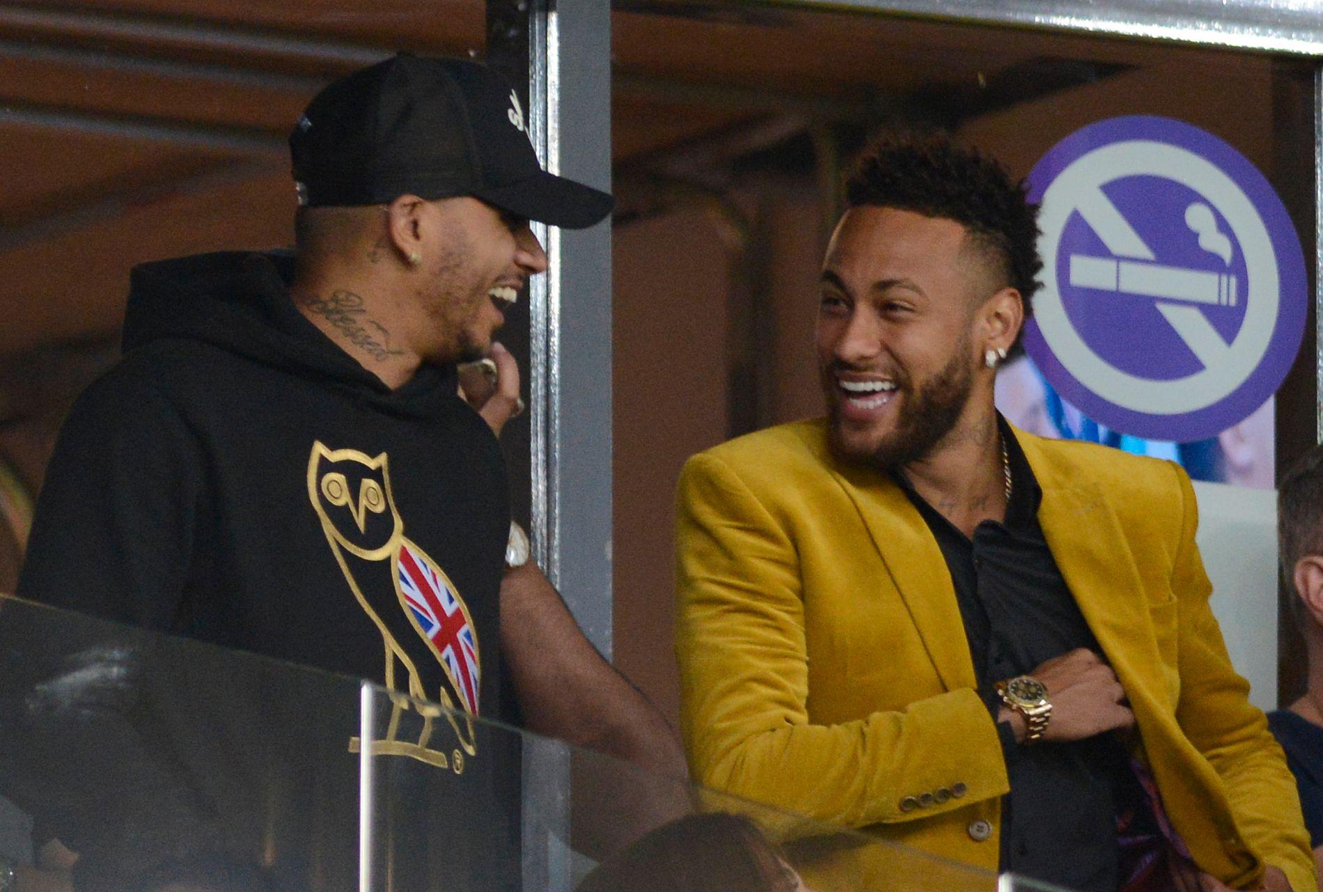 STJERNE I TRØBBEL: Neymar har på tribunen under semifinalen mot Argentina forrige uke i Brasil.