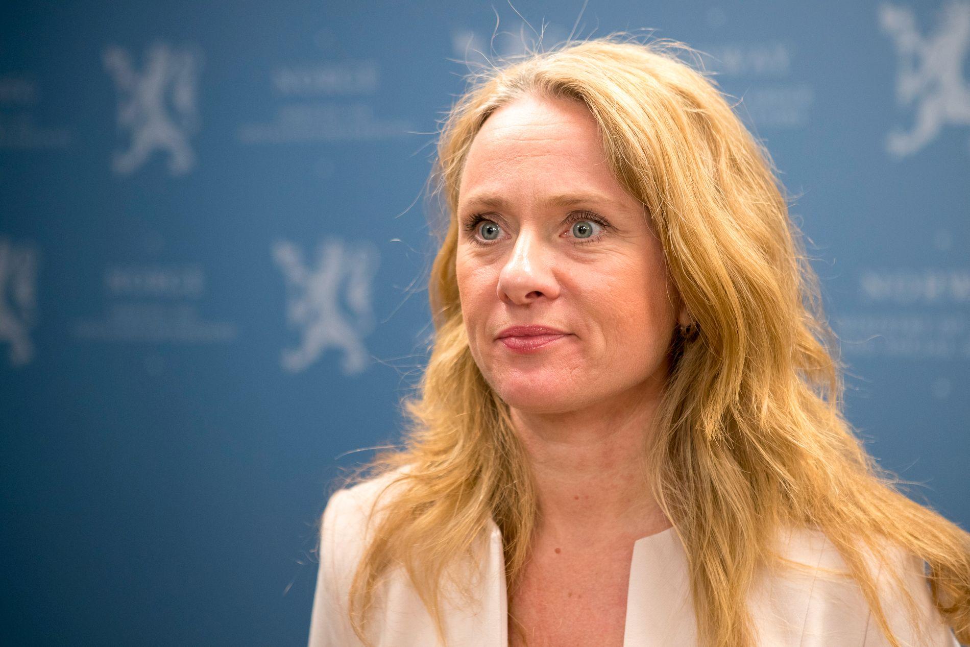 TYDELIG: Arbeids- og sosialminister Anniken Hauglie (H) sier hennes budskap er helt klart: «Ingen effektivisering og kostnadskutt skal gå på bekostning av helse, miljø og sikkerhet».