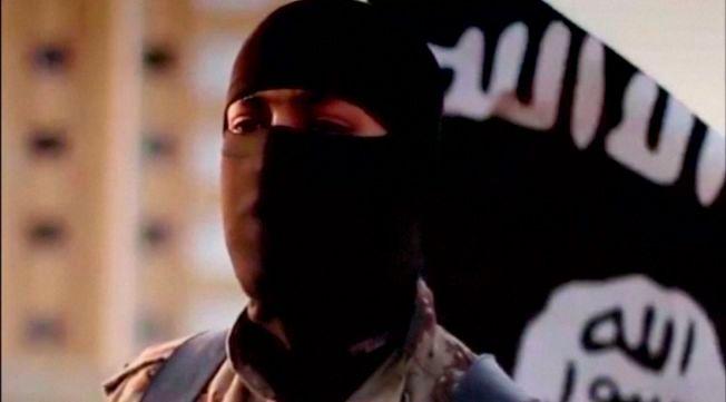 FREMMEDKRIGER: En av mange tusen unge menn som har reist fra Vesten for å kjempe for terrorgruppen flere og flere nå kaller Daesh, men som er best kjent som IS. Mannen på bilde har amerikansk aksent og FBI søkte i fjor høst informasjon om ham.