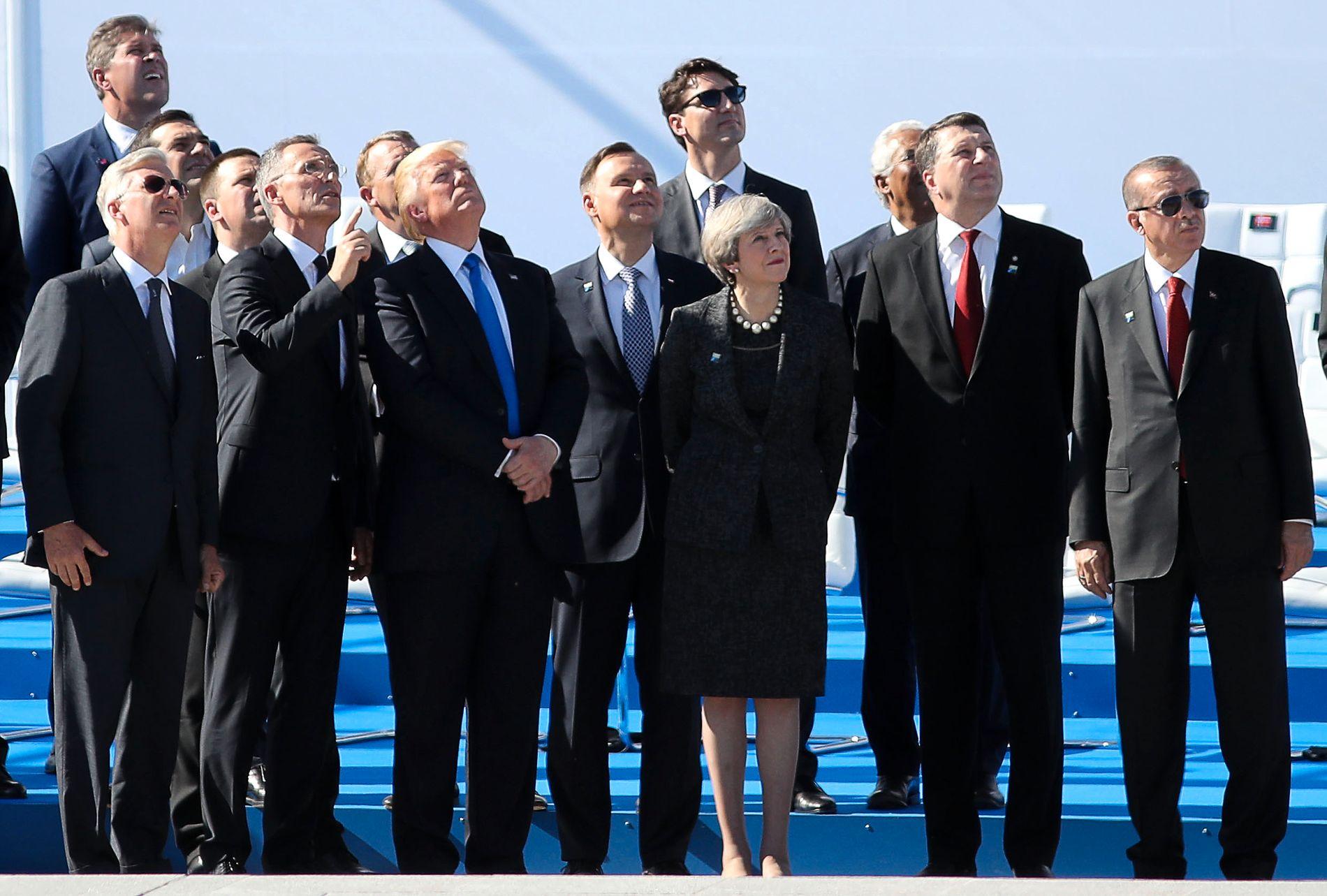 NATO-ALLIERTE: USA og Tyrkia er allierte av NATO, men uenige i Syria. Her fra et NATO-møte i Brussel i mai, med bla. NATO-sjef Jens Stoltenberg og Storbritannias Theresa May.