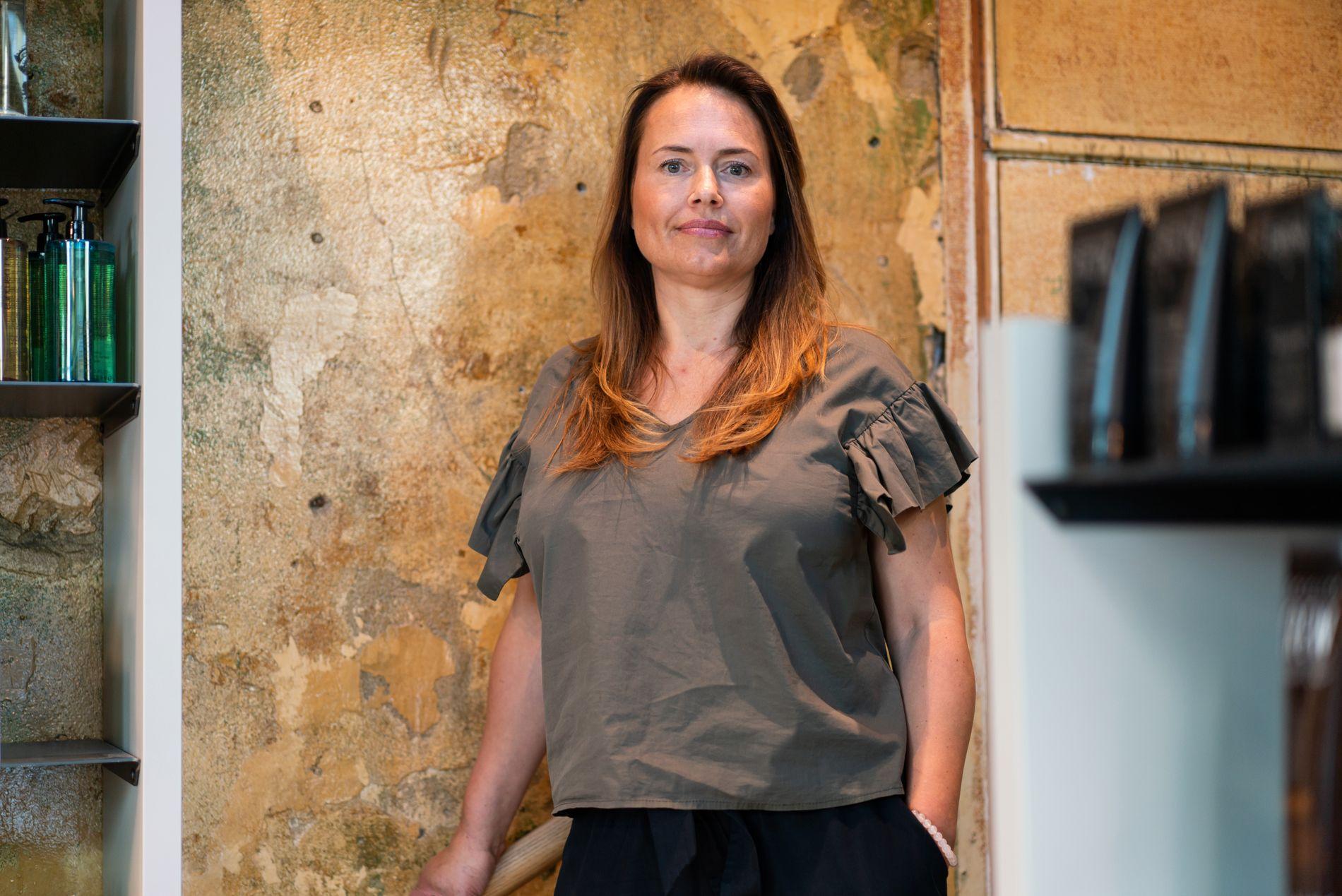 Nina Thorsbye jobber som selvstendig næringsdrivende på Spaghetti Frisør i Oslo. Hun er også utdannet enhetsterapeut.