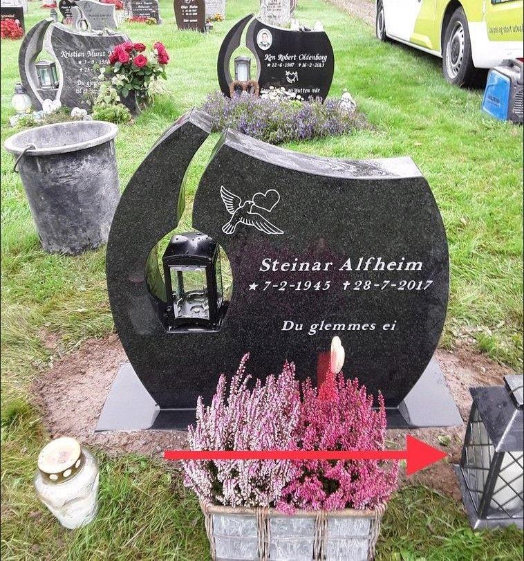 STJÅLET? Bildet er tatt 20. september. To dager senere var lykten forsvunnet fra farens gravsted.