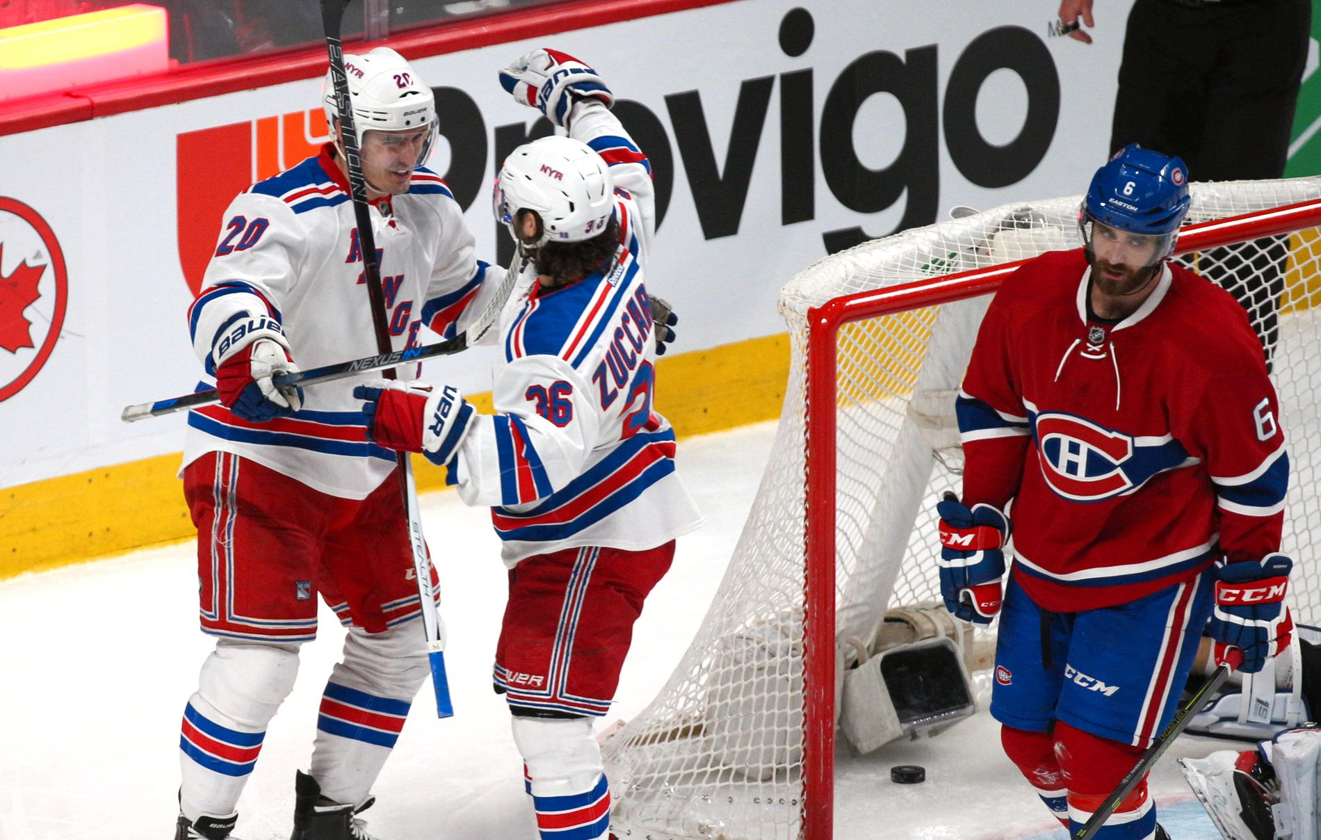 VANT PÅ BORTEBANE: Chris Kreider og Mats Zuccarello jubler for ett av New York Rangers' fem mål mot Montreal Canadiens.